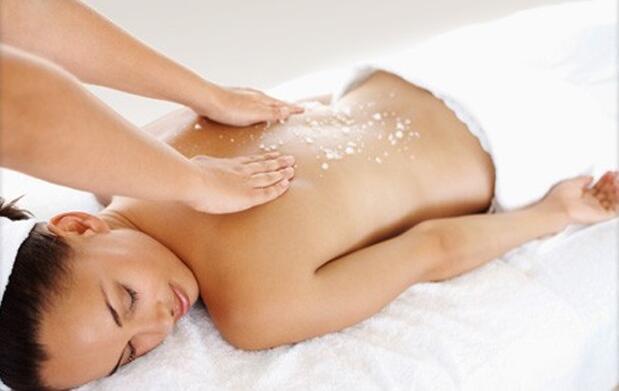 Peeling corporal algas y masaje drenante