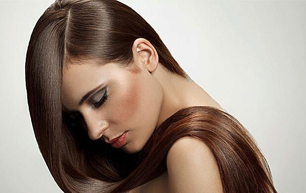 Color, corte, oro líquido y peinado