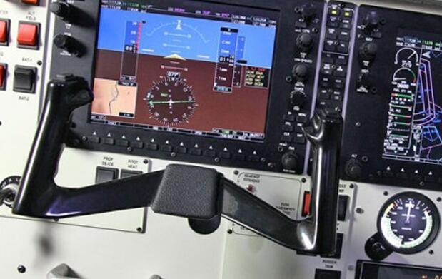 Pilota 15 minutos en simulador de vuelo