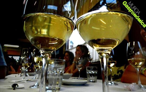 Cata vinos 'Blancos de Europa' Joan Belda