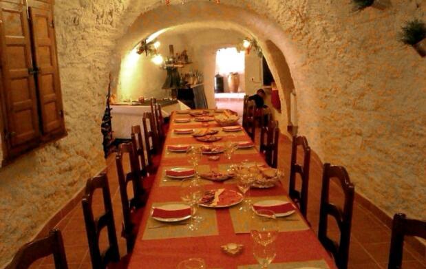 Restaurante cueva: arroz a la leña y más