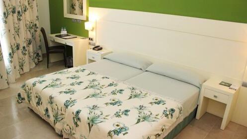 Escapada a Águilas Hotel Puerto Juan Montiel: noche, desayuno, piscinas y parking