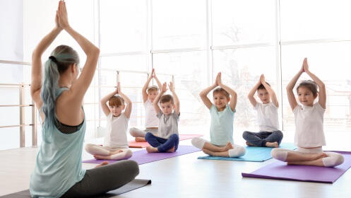 Yoga para niños en Centro Carmen Parra