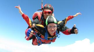 Salto tándem en paracaídas con instructor titulado