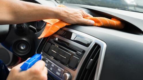 Completa limpieza de coche interior y exterior