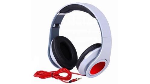 Auriculares Stereo GM en blanco o negro
