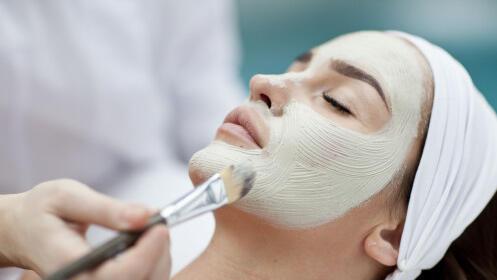 Limpieza facial con peeling ultrasónico y masaje cervical por 25€