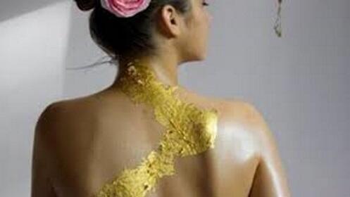 Peeling corporal: Exfoliación e hidratación con oro en Murcia