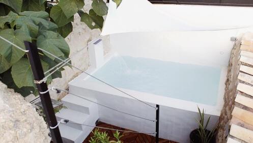 Exclusiva Suite con piscina balinesa, desayuno y cata de vinos