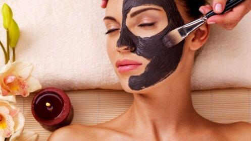 Facial: Elimina las manchas y regenera la piel.