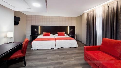 Alojamiento en habitación doble superior con desayuno para dos